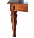 Gerabeiteter Tisch vom Hersteller Made in Italy