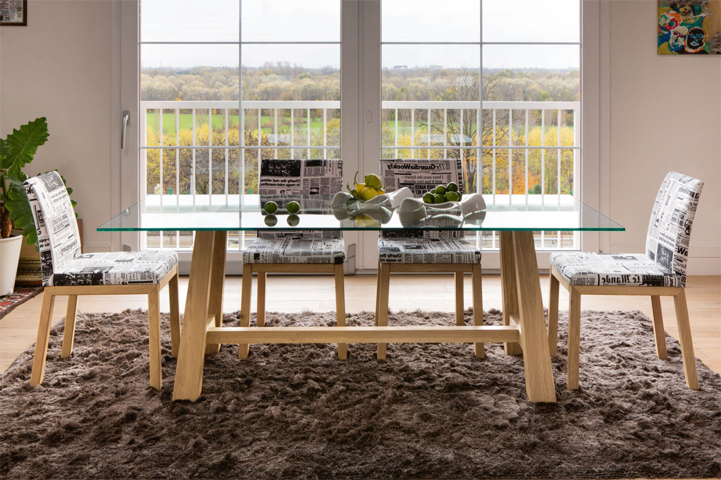 Esstisch mit glasplatte aus eichenholz frank m bel for Esstisch glasplatte