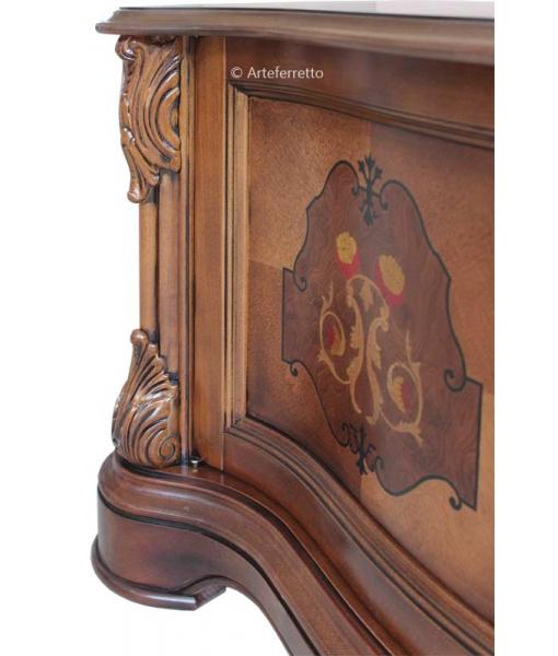 Klassisches TV-Möbel mit Intarsie