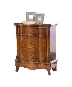 Nachttisch im klassischen Stil