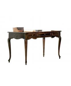 Schreibtisch im klassischen Stil