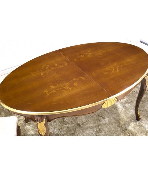 Ovaler Tisch mit Intarsien