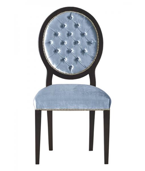 Stuhl mit Knöpfen gepolstert