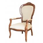 klassischer Sessel mit Schnitzarbeit